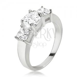 Prsten, okrouhlý zirkon, čtvercové kamínky po stranách, stříbro 925