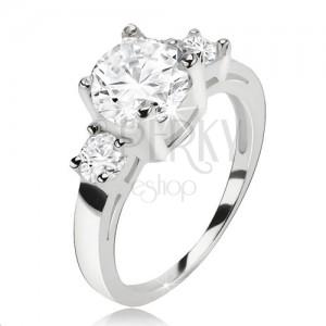 Prsten ze stříbra 925, okrouhlý čirý zirkon a dva menší kamínky