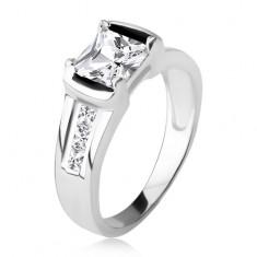 Stříbrný prsten 925, čtvercový čirý zirkon, tři kamínky v ramenech T17.13
