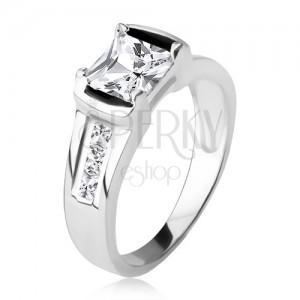 Stříbrný prsten 925, čtvercový čirý zirkon, tři kamínky v ramenech