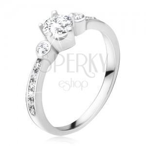 Prsten ze stříbra 925, tři okrouhlé zirkony, kamínky v ramenech