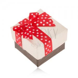 Béžovo-hnědá krabička na prsten, červená stuha s bílými puntíky