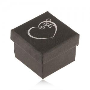 Černá krabička na prsten, malé ozdobné srdce stříbrné barvy
