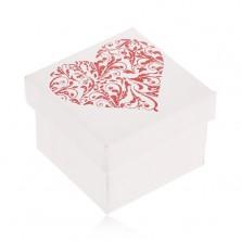 Dárková krabička bílé barvy, třpytivé červené srdce z lístků