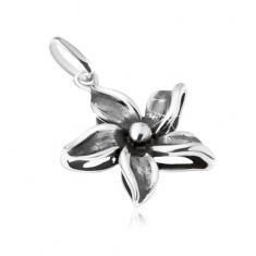 Ozdobně patinovaný přívěsek ve tvaru květu, stříbro 925 SP01.08