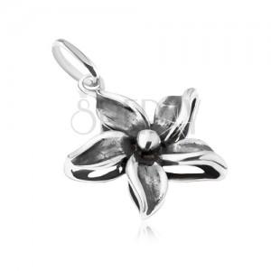 Ozdobně patinovaný přívěsek ve tvaru květu, stříbro 925