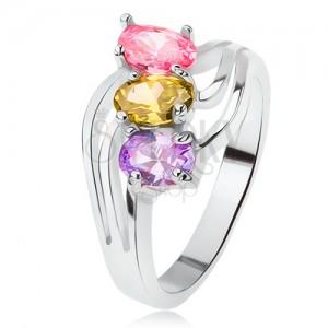 Lesklý prsten, šikmo zasazené barevné kamínky, trojitá vlna