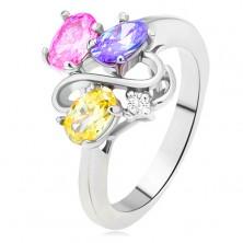 Lesklý prsteň - farebné oválne zirkóny, línia dvojitého S, číry kamienok