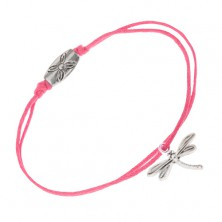 Ružový šnúrkový náramok, vážka a známka s kvetom
