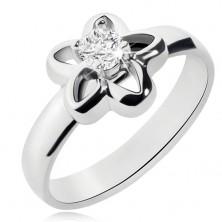 Oceľový prsteň striebornej farby, obrys kvetu s čírym zirkónom