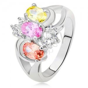 Prsten - tři barevné kamínky, rozdvojená ramena, oblouky, čiré zirkony