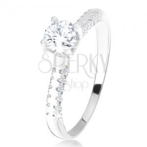 Stříbrný 925 prsten, vystouplý kotlík s čirým zirkonem, ozdobná ramena