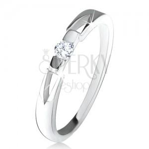 Prsten z čirým kulatým zirkonem, trojúhelníkové výřezy, stříbro 925