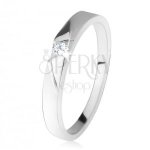 Lesklý prsten s čirým zirkonem, šikmé broušené pásy, ze stříbra 925