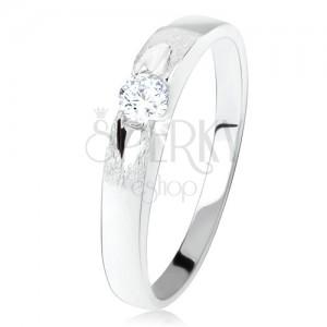 Prsten ze stříbra 925, kulatý čirý zirkon, saténový povrch s lesklou ozdobou