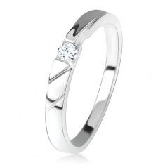 Lesklý prsten, čirý zirkon uprostřed, ozdobné výřezy, stříbro 925