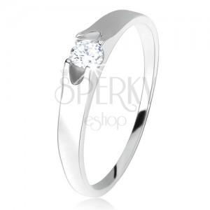 Prsten ze stříbra 925, kulatý čirý zirkon se dvěma výřezy po stranách