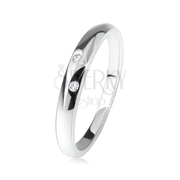 Lesklý prsten s vypouklým ramenem, dva čiré zirkonky, ze stříbra 925