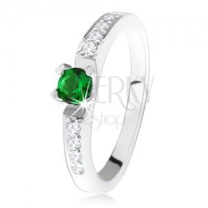 Stříbrný zásnubní prsten 925, kulatý zelený kamínek, linie čirých zirkonů