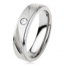 Titanový prsten stříbrné barvy, šikmé zářezy, čirý zirkon