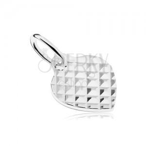 Stříbrný 925 přívěsek ve tvaru plochého souměrného srdíčka, čtverečkovaný vzor