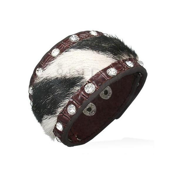Kožený náramek s černo-bílou kožešinkou a zirkonky