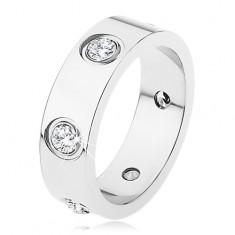 Ocelový prsten stříbrné barvy, lesklý, hladký, zdobený zirkony S70.09
