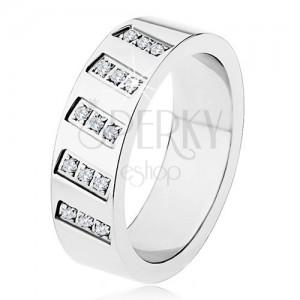 Ocelový prsten stříbrné barvy, zrcadlový lesk, šikmé linie zirkonů