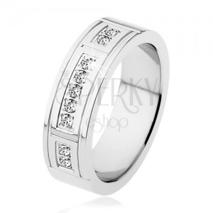 Ocelový prsten stříbrné barvy, ozdobné zářezy, tři linie čirých zirkonů