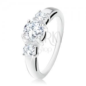 Stříbrný zásnubní prsten 925, tři kulaté čiré kamínky, rozdvojená ramena