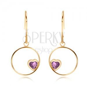 Náušnice ve žlutém 9K zlatě - tenký lesklý kroužek s fialovým srdcem z ametystu