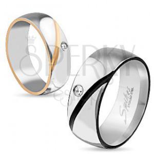 Prsten z chirurgické oceli, dvě barvy, šikmý zářez, čirý zirkon