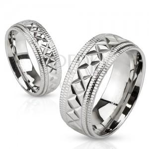 Ocelový prsten stříbrné barvy, geometrické zářezy, vroubky na okrajích, 6 mm