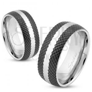 Ocelový prsten s černým mřížkovaným povrchem, lesklý pás stříbrné barvy, 8 mm