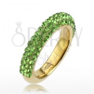 Třpytivý prsten zlaté barvy z oceli, linie světle zelených kamínků