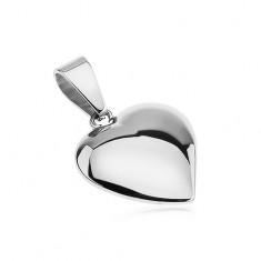 Lesklý přívěsek z oceli, mírně vypouklé asymetrické srdce stříbrné barvy
