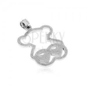 Přívěsek z oceli stříbrné barvy, třpytivý obrys medvídka, dvě srdce
