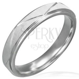 Prsten z chirurgické oceli - matný se šikmými pásy