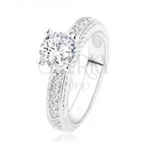Stříbrný zásnubní prsten 925 - čirý kamínek, gravírovaná ramena se zirkony