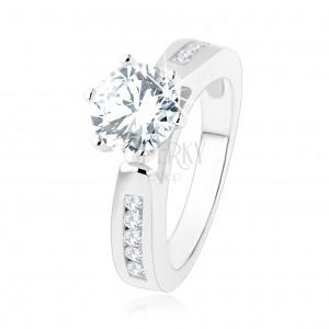 Zásnubní prsten, zdobená ramena, kulatý čirý zirkon, výřezy, stříbro 925