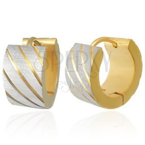 Ocelové náušnice zlaté barvy, šikmé pásky ve stříbrném odstínu, zářezy