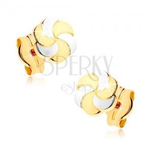 Zlaté náušnice 375 - dvoubarevné kvítky s gravírovanými okvětními lístky