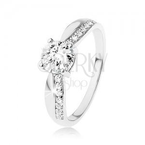 Stříbrný prsten 925, výrazný broušený zirkon, zúžená ramena, linie zirkonů
