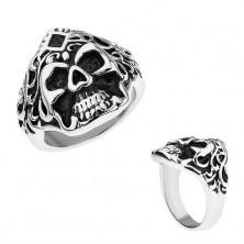 Prsten z oceli, stříbrná barva, patinovaná lebka s vlasy a kosočtvercem