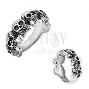 Prsten z chirurgické oceli, malé patinované lebky, stříbrná barva