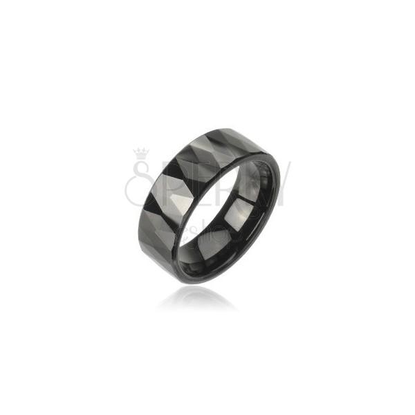 Wolframový prsten se vzorem broušených černých kosočtverců