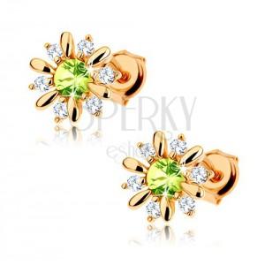 Zlaté náušnice 375 - kvítek zdobený světle zeleným olivínem a čirými zirkonky