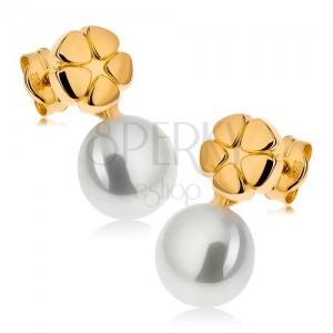 Náušnice ze žlutého 9K zlata, lesklý gravírovaný květ, bílá perla