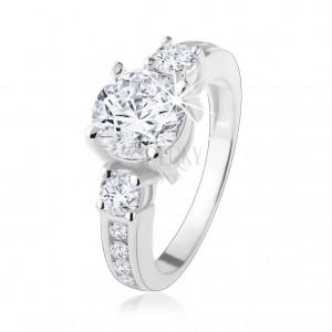 Stříbrný prsten 925, vystupující zirkon čiré barvy, zdobená ramena