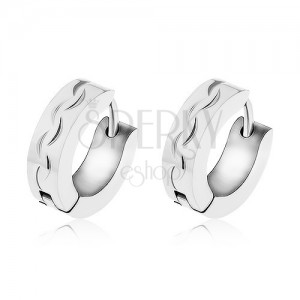 Ocelové náušnice stříbrné barvy, linie gravírovaných obloučků